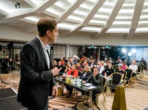 Sebastian Decker Redner auf dem größten internationalen Speaker Slam