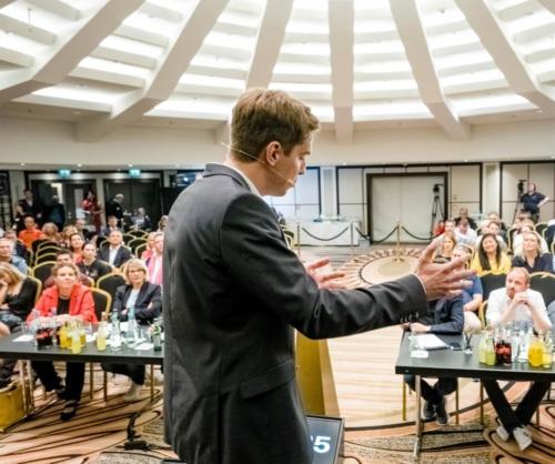 Sebastian Decker vor Publikum